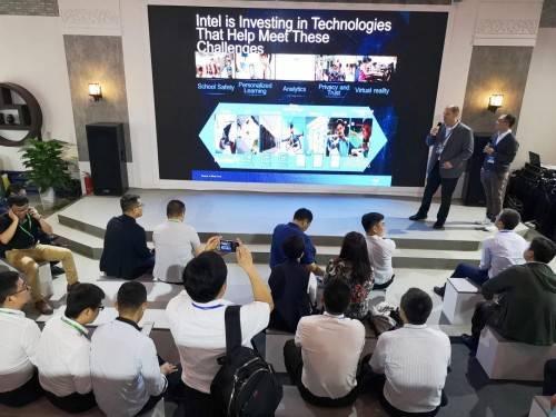 鸿合科技智慧教育新品引普教展瞩目