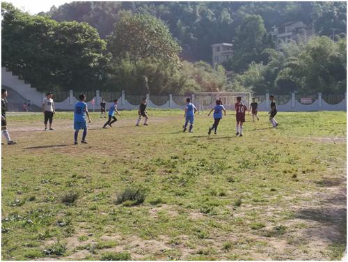开展校园足球联赛 助推特色学校建设