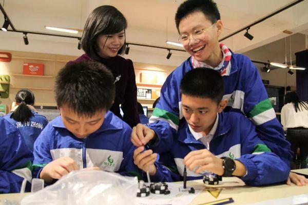華南師范大學附屬中學STEAM創客教室第一課