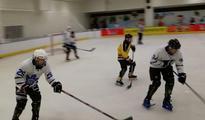 陕西省首届冰球联赛启幕 助力运动乐趣