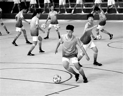 """学生运动会成体育发展的新""""起跑线"""""""